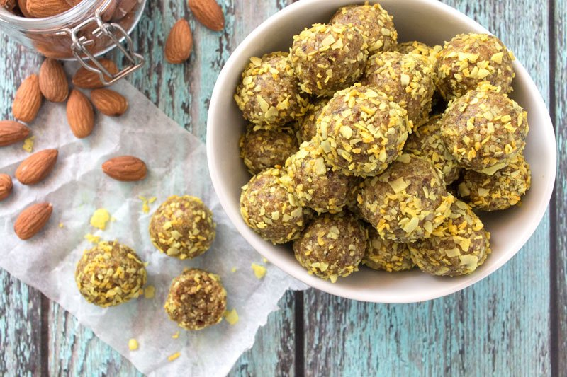 http://www.oneescape.ie/wp-content/uploads/2018/09/No-Bake-Almond-Turmeric-Energy-Balls_overhead.jpg